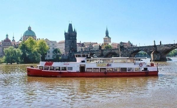Речные прогулочные трамвайчики в Праге